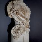 Manipulation : textile - format : buste 84 x 50 cm